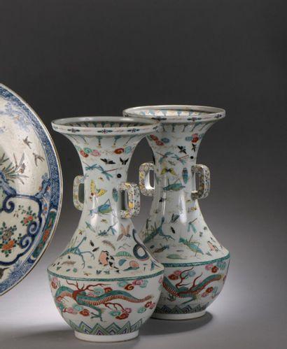 CHINE  XIXe siècle : PAIRE DE VASES BALUSTRES