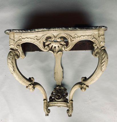 CONSOLE en bois mouluré sculpté et laqué à décor de coquille, d'époque Louis XV