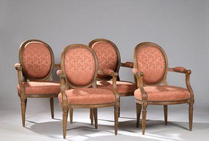 SUITE DE QUATRE FAUTEUILS, de style Louis XVI