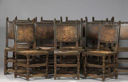 DOUZE CDOUZE CHAISES de style Henri II, travail du XIXe siècle HAISES de style Henri II, travail du XIXe siècle