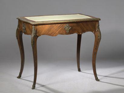 PETIT BUREAU de style Louis XV, XIXe s.