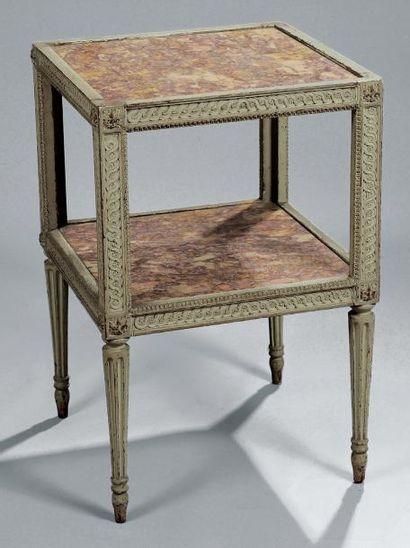 TABLE CABARET en bois finement sculpté de...