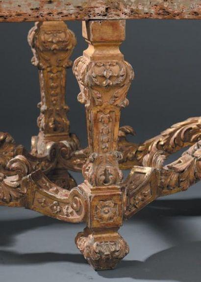 Banquette en bois mouluré finement sculpté et doré, époque Louis XIV, vers 1680...