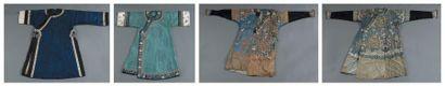 Deux robes jifu en soie tissée (kesi) et...