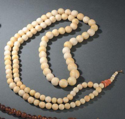 Collier bouddhiste en ivoire et corail Chine,...