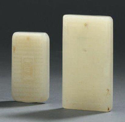 Deux pendentifs en jade céladon pâle Chine...