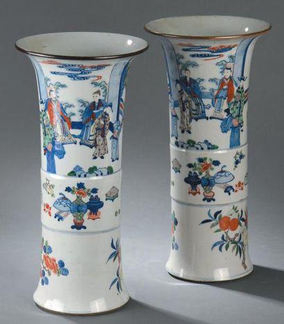Paire de vases gu en porcelaine wucai Chine,...