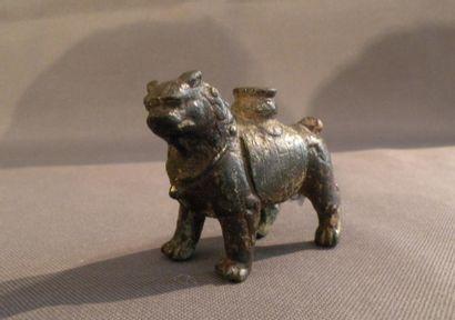 Statuette de lion en bronze Chine, dynastie...