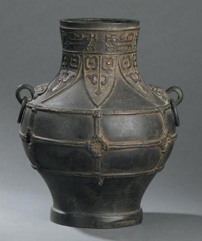 Vase en bronze hu Chine, XVIIe siècle De...