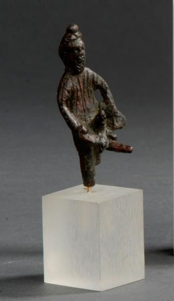 Statuette représentant le dieu Priape debout....
