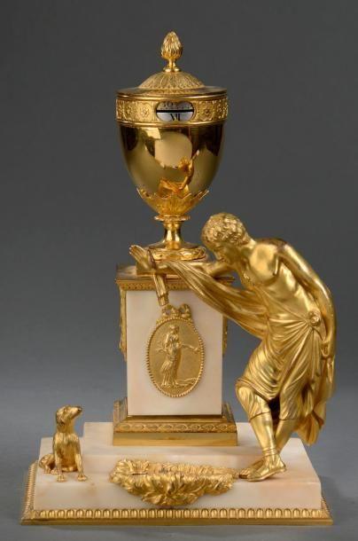 Attribué à Matthew BOULTON Pendule en marbre blanc, bronze ciselé et doré à décor...