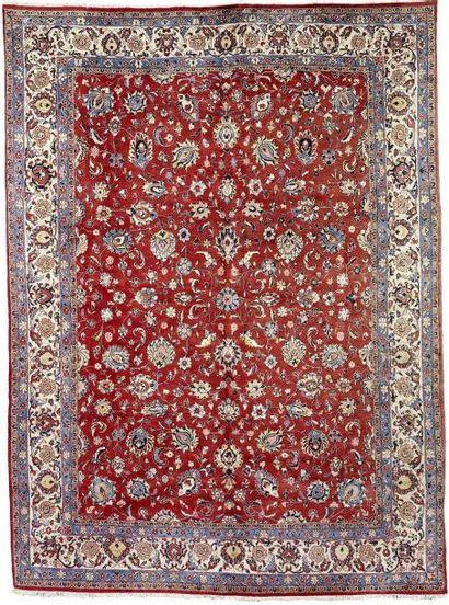 Tapis Sarouk, Perse, à décor floral sur fond...