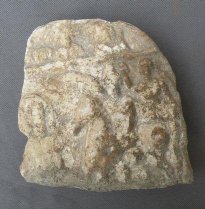 Stèle en relief ornée d'une scène de couronnement...