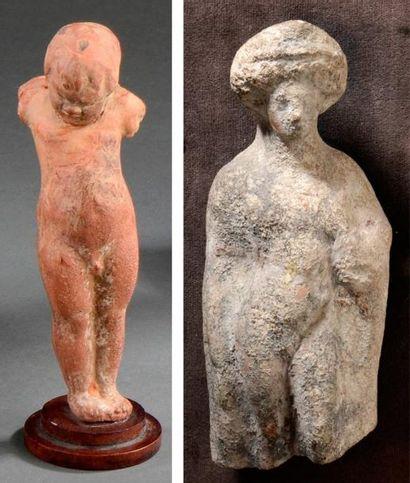 Lot de deux statuettes représentant un jeune...