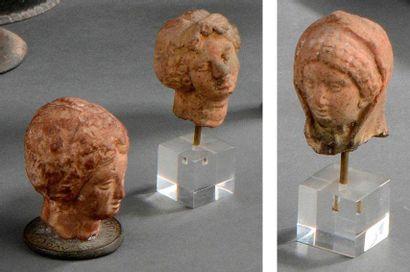 Lot composé de trois têtes féminines provenant...