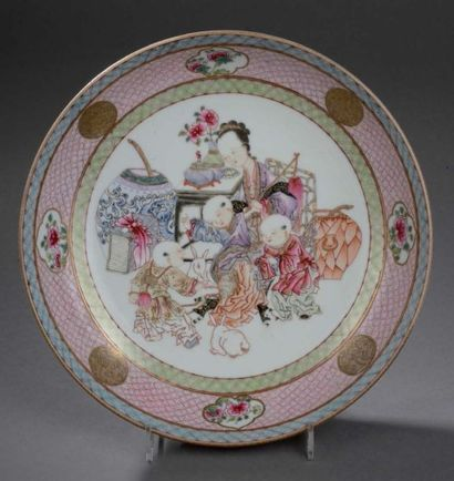 Coupe en porcelaine famille rose Chine, époque Yongzheng (1723-1735) Circulaire,...