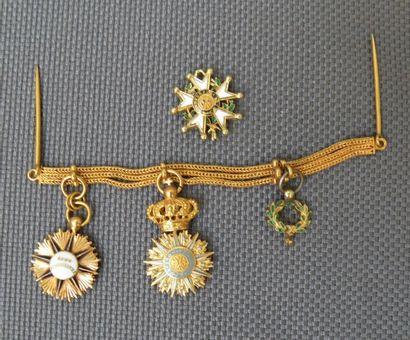 Barrette de 3 décorations miniatures d'Officier...