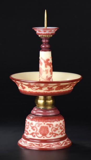 Chandelier en verre blanc et overlay rouge...