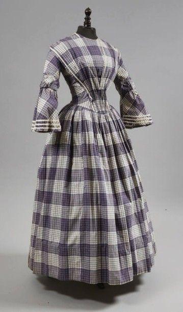 Robe d'après-midi, vers 1845, en coton crème...