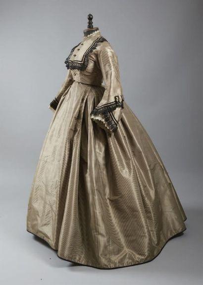 Robe d'après-midi, vers 1865, en taffetas...