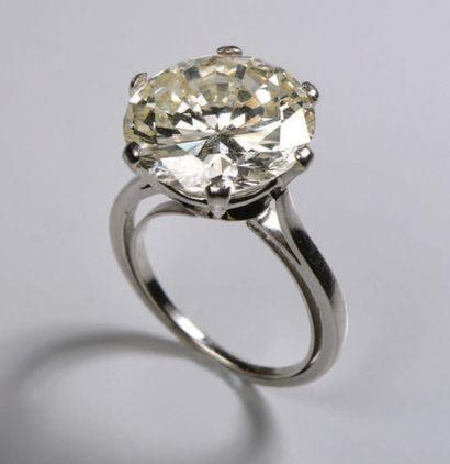 Bague en platine (950) sertie d'un diamant...