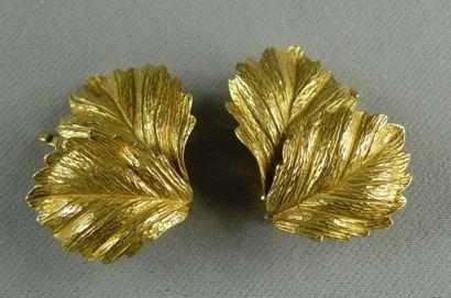 Paire de clips d'oreilles en or jaune (750)...