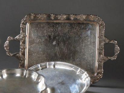 Grand plateau à deux anses en métal argenté...