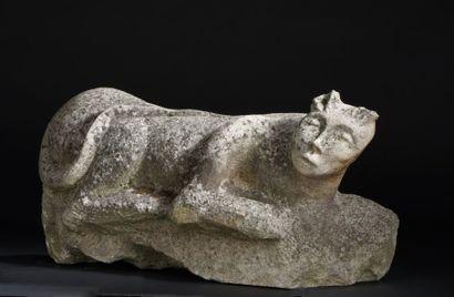 Animal fantastique en pierre calcaire sculptée...