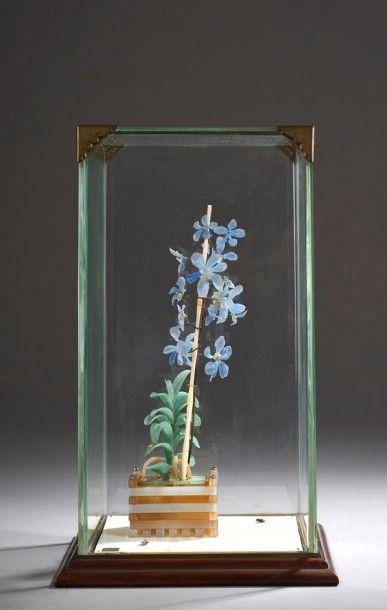 CARTIER - Bouquet d'ancolie mauve et plante...