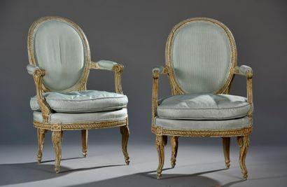 Paire de fauteuils cabriolet par Georges...