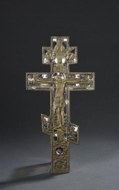 Croix pectorale en bronze, représentant le...
