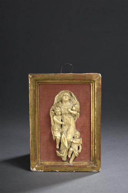 Vierge de l'Assomption en os (?) sculpté...