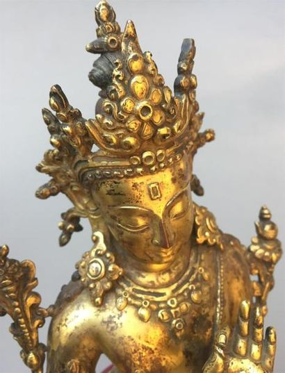 IMPORTANTE STATUE DE TARA VERTE en bronze doré Tibet, XXe siècle Assise en lalitasana,...