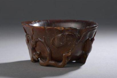 Coupe libatoire en corne de rhinocéros sculptée Chine,...