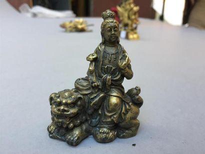 STATUETTE DE GUANYIN en bronze Chine, fin du XIXe, début du XXe siècle Représentée...