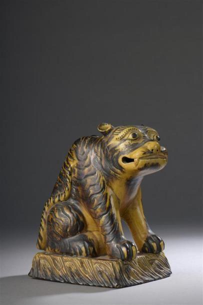 Tigre en porcelaine à glaçure jaune et brune...