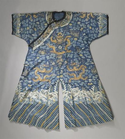 ROBE EN SOIE BLEUE Chine, XXe siècle Brodée...