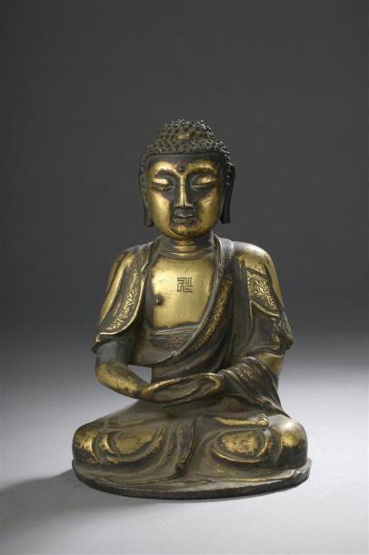 STATUETTE DE BOUDDHA en bronze doré Chine,...