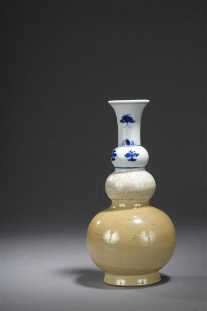 Vase triple gourde en porcelaine bleu blanc...