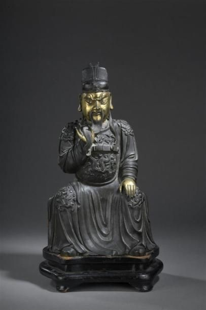 STATUE DE DIGNITAIRE assis en bronze partiellement...