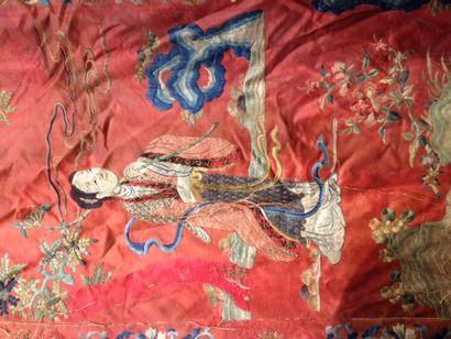 Grande tenture en soie rouge brodée Chine...
