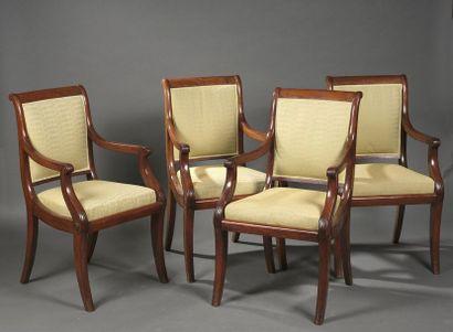 Suite de quatre fauteuils en acajou et placage...