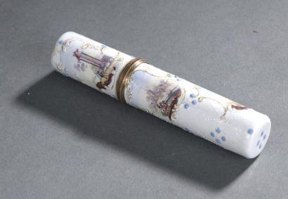 Étui à messages en émail d'époque Louis XV Décor de cartouches ornés de scènes à...