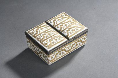 Boîte en émail doré d'époque Louis XV De...