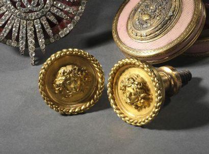 Paire de boutons en bronze d'époque Louis...
