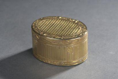 Boîte en or de forme ovale MO Germain Chayé...