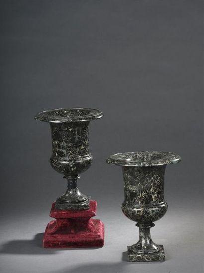 Paire de vases en scagliole, milieu du XIXe...