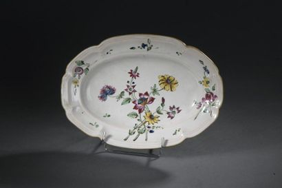 Faenza, XVIIIe siècle Petit plat ovale à...