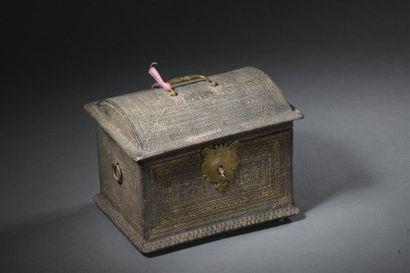 Coffret en cuir gaufré du XVIIe siècle À...