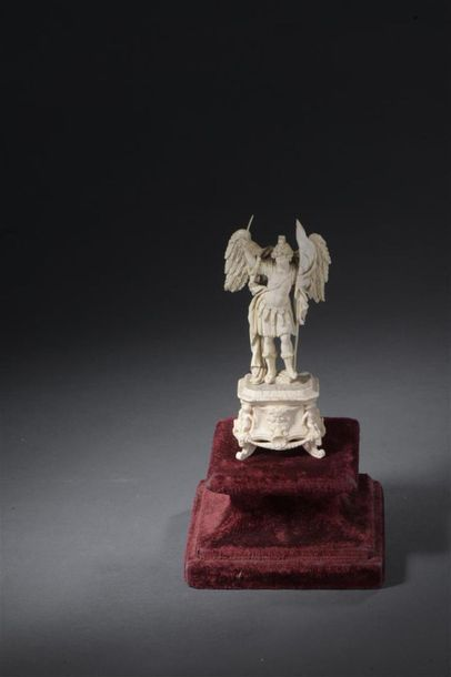 Dieppe Statuette en ivoire sculpté d'époque...